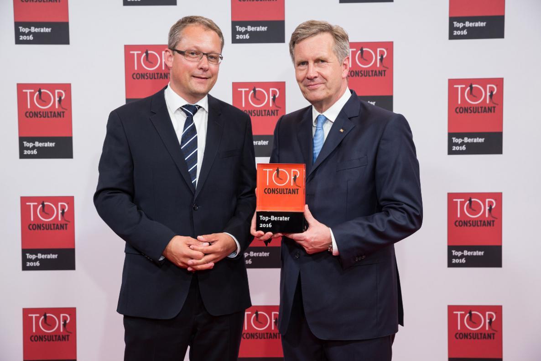 Top Consultant 2016 - Preisübergabe durch Christian Wulff